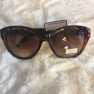 Oscar De La Renta Tortoise Shell Sunglasses